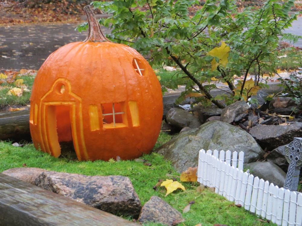 halloween pumpkin house by - photo #6